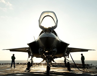 military-jet-1997743_640