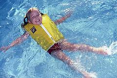 ライフジャケット プール 海 水泳