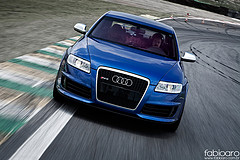 Audi アウディー 車