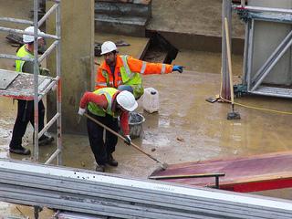 建築現場 仕事 労働 ビル建設