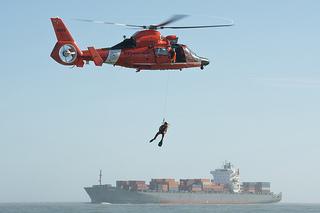 救助ヘリコプター 海難救助