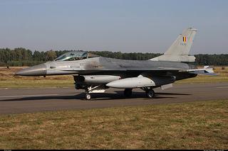 F16 軍事